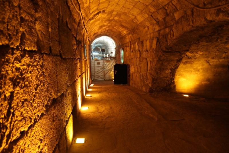 Western wall tunnels