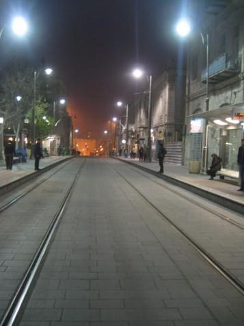 פסי מסילת הרכבת הקלה ברחוב יפו
