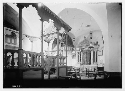 בית כנסת איסטנבולי שברובע היהודי (מתוך ספרית הקונגרס האמריקאי. צילומי המושבה האמריקאית)
