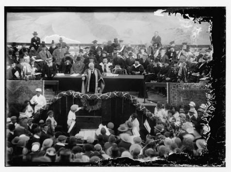 הלורד בלפור בטקס חנוכת האוניברסיטה. (מתוך ספרית הקונגרס האמריקאי. צילום:המושבה האמריקאית)