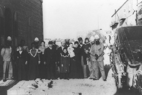 THEODOR HERZL (FAR RIGHT) BESIDE THE MARKS-STERN  HOUSE IN JERUSALEM'S MAMILA NEIGHBORHOOD IN 1898.  תאודור הרצל בירושלים ליד בית מרכס - שטרן בממילא . שנת 1898